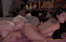 Bootylicious lesbians in bottom munching porn